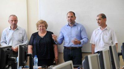 Най-добрите студенти по програмиране, които ще карат летен стаж във водещи IT компании в Бургас ще получат предложение за работа. Снимки Лина Главинова