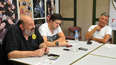 Борислав Чакринов, Асен Блатечки и Александър Александров представиха съвместния си проект Горещо. Снимки Лина Главинова