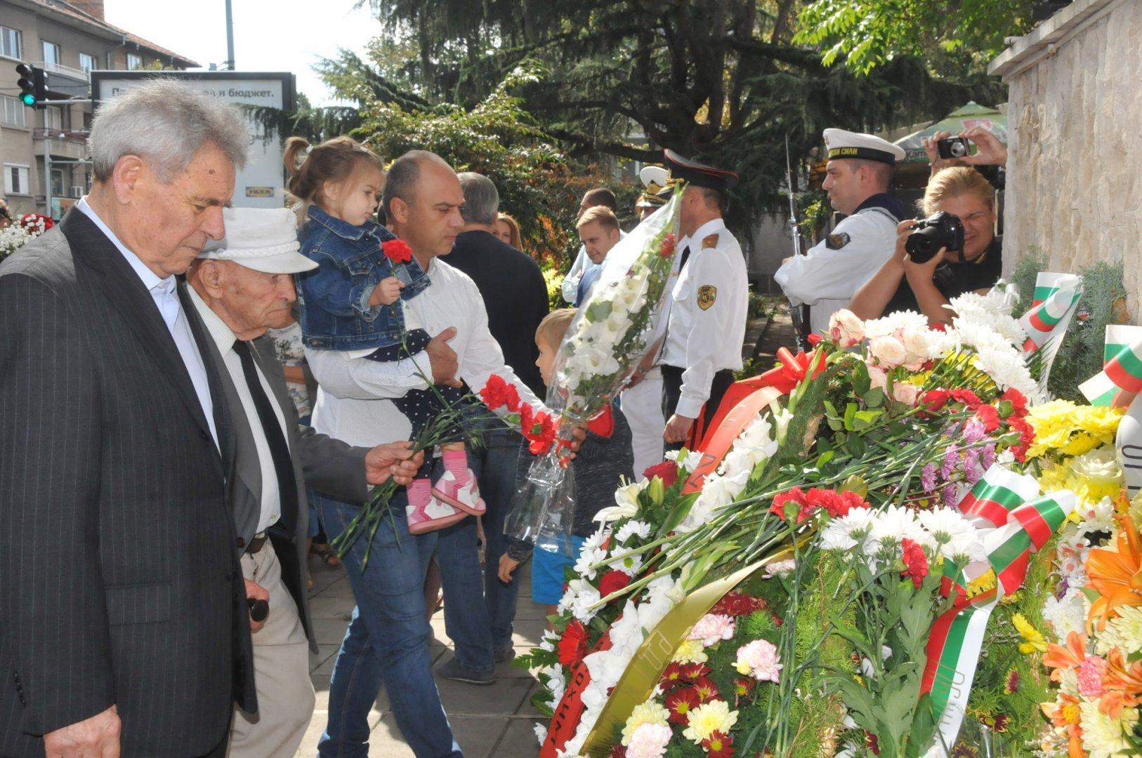 Част от тържествата ще бъдат пред паметника на 24-ти Черноморски полк. Снимки Архив Черноморие-бг