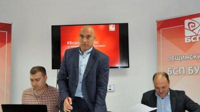 Предложението на червения общински съветник Васил Иванов (вляво). Снимка Архив Черноморие-бг