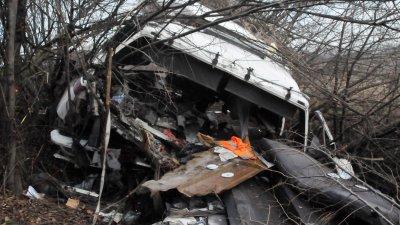 Тежкотоварен камион катастрофира самостоятелно, а шофьорът е тежко ранен. Снимки Лина Главинова