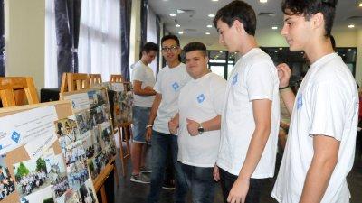 Участниците в обучението подредиха снимки в Морското казино. Снимки Лина Главинова
