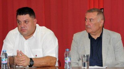 Атанас Зафиров (вляво) ще окаже организационно подкрепа и при провеждането на отчетно-изборната конференция в Бургас. Снимка Архив Черноморие-бг