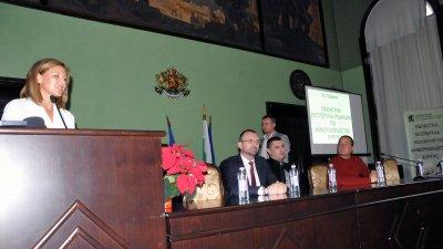 Лидия Станкова - директор на Областна служба по земеделие - Бургас откри Осмата отчетна среща на на Областната експертна комисия по животновъдство. Участниците в нея бяха поздравени от областния управител Вълчо Чолаков. Снимки Лина Главинова
