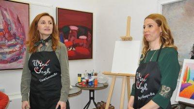 Таня Стоянова и Ася Петрова отпразнуваха дистанционно първия рожден ден на ателието си. Снимка Архив Черноморие-бг