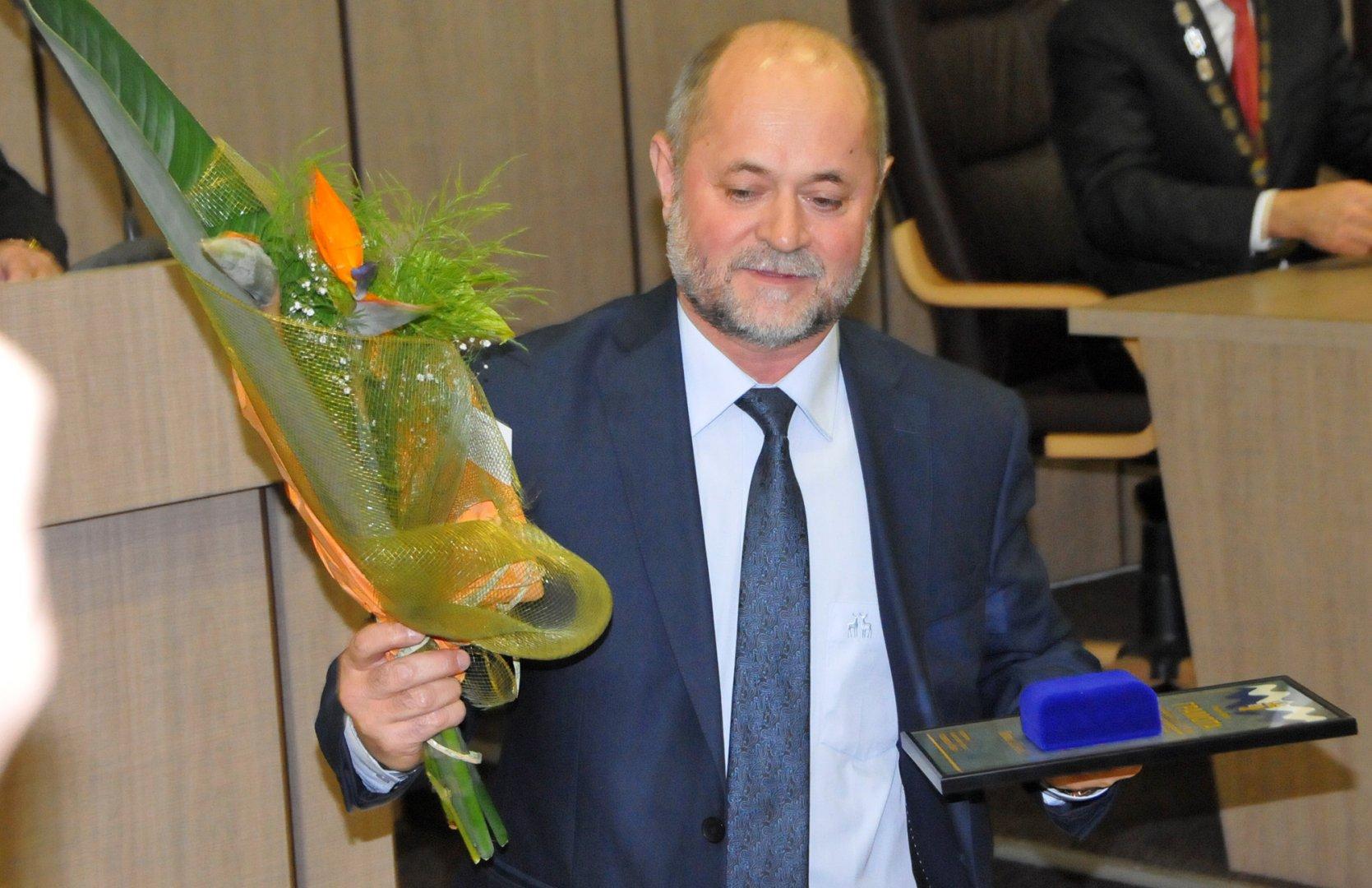 Стоян Маринов получи отличието вместо Петър Дойчев. Снимки Лина Главинова