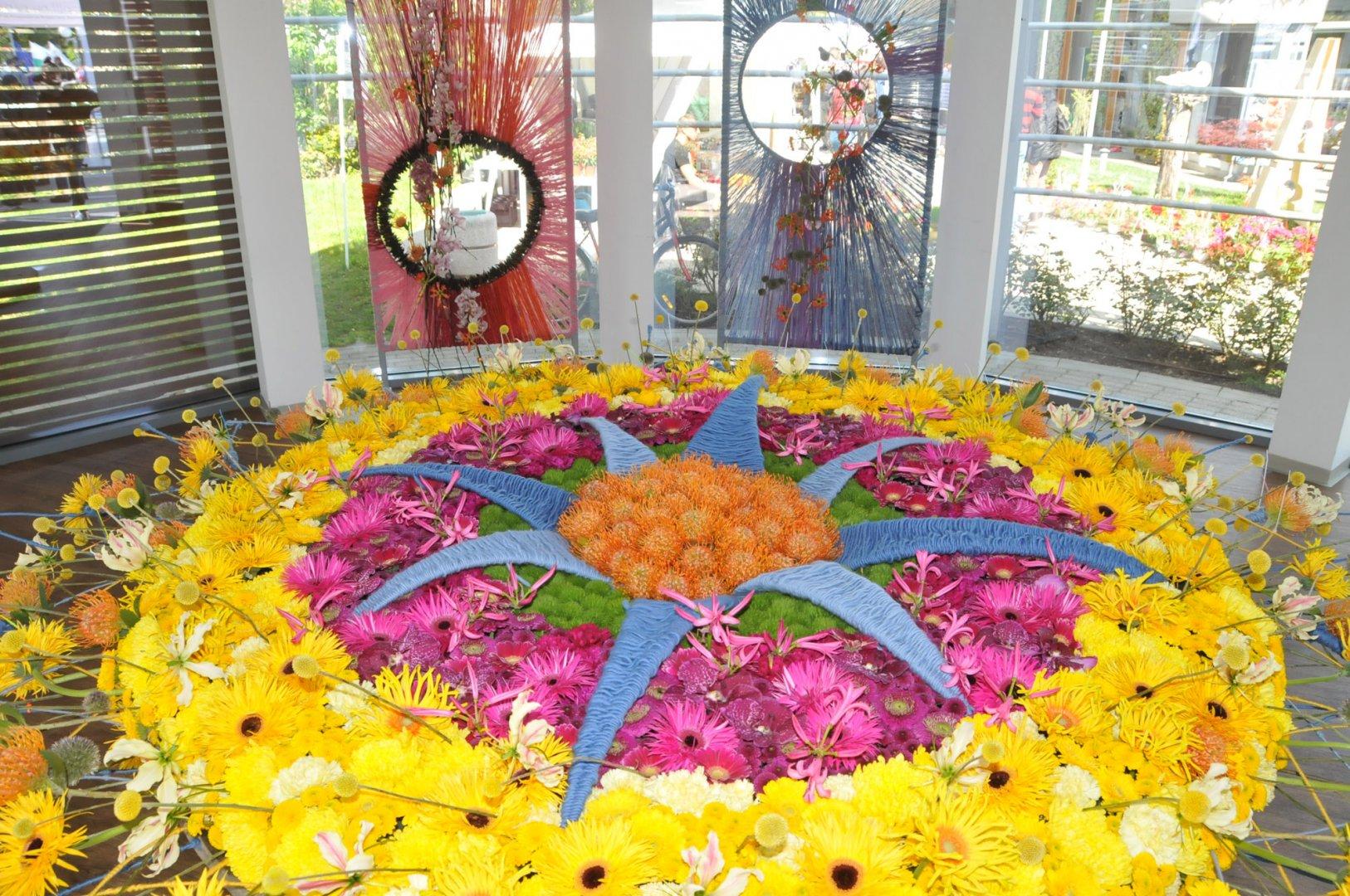 Виртуалната Флора е посветена на изложението на цветя, което се провежда традиционно през май в Бургас. Тази година то не се състоя, заради пандемията от корона вирус. Снимка Архив Черноморие-бг
