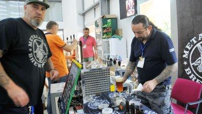 Организаторите на фестивала Metalhead още преди година представиха марките бира, които произвеждат. Снимка Архив Черноморие-бг