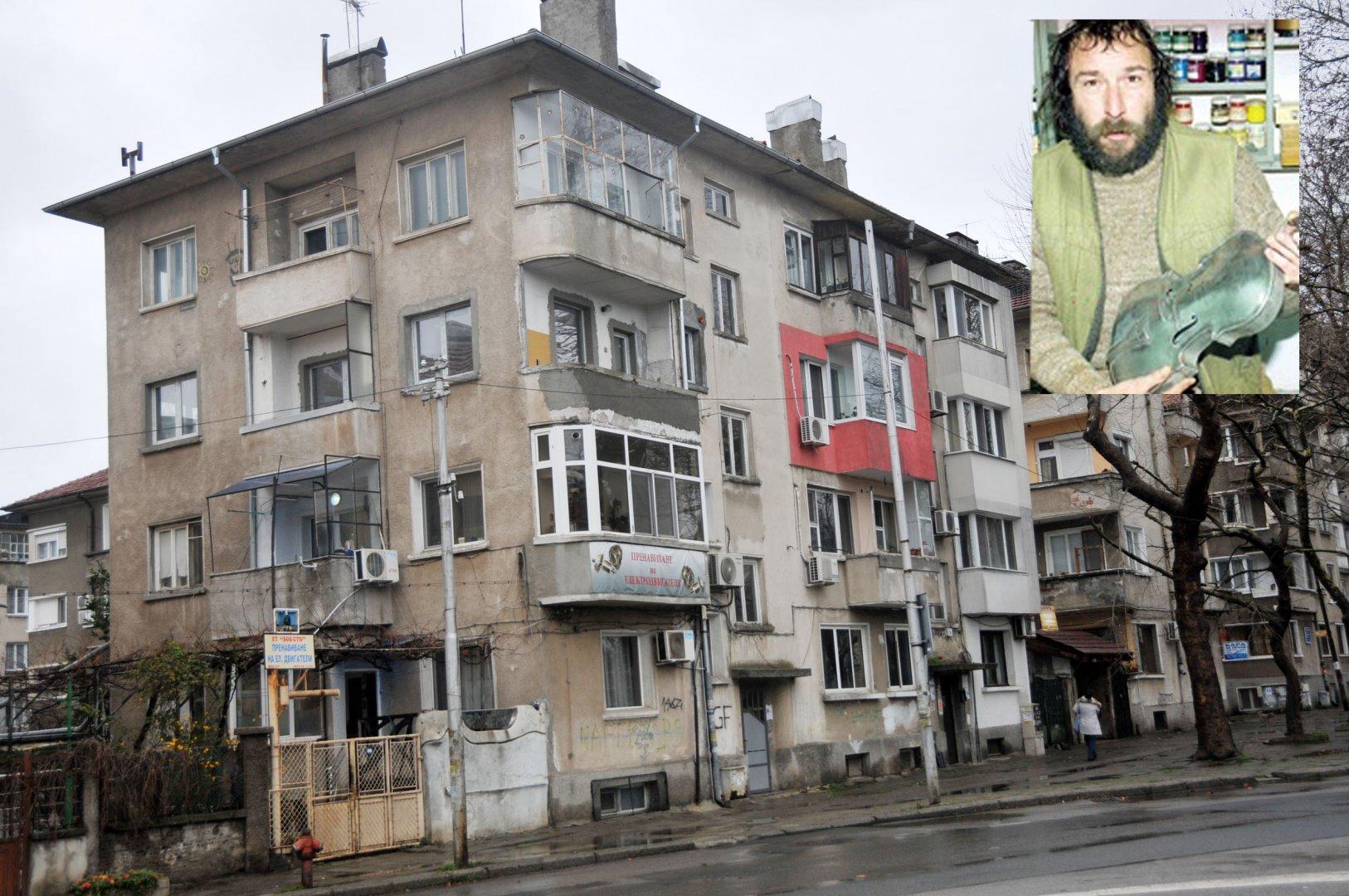 В тази къща на булевард Демокрация в Бургас се ражда Руси Стоянов. Снимки Лина Главинова и личен архив
