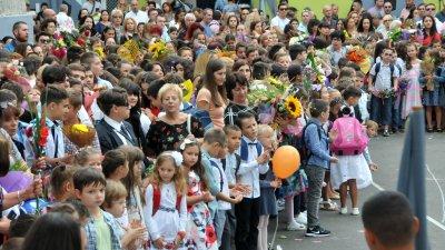 За 2 200 деца от община Бургас днес е първият учебен ден. Снимка Архив Черноморие-бг
