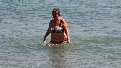 По-смелите дори се разхладиха в морето. Снимки Лина Главинова