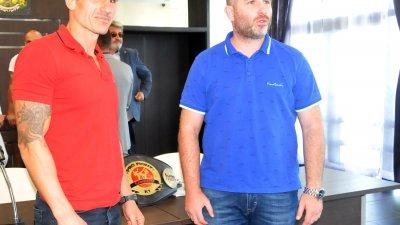 Атанас Божилов и треньорът му Николай Атанасов се надяват, че срещата ще завърши с успех. Снимки Лина Главинова