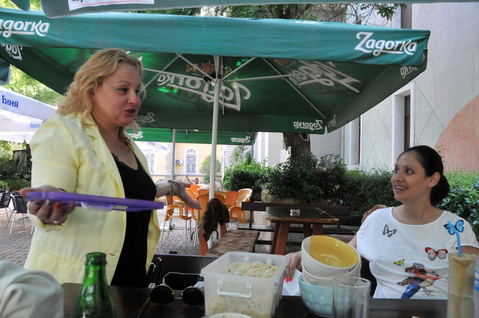 Мариана Попова хареса закуската, приготвена от Тони. Снимки Лина Главинова