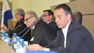 Докладната записка бе входирана от кмета на Община Бургас Димитър Николов (вдясно). Снимки Лина Главинова
