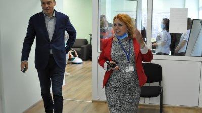 Кметът на Бургас Димитър Николов посети новия офис на патронажната грижа. Снимки Община Бургас
