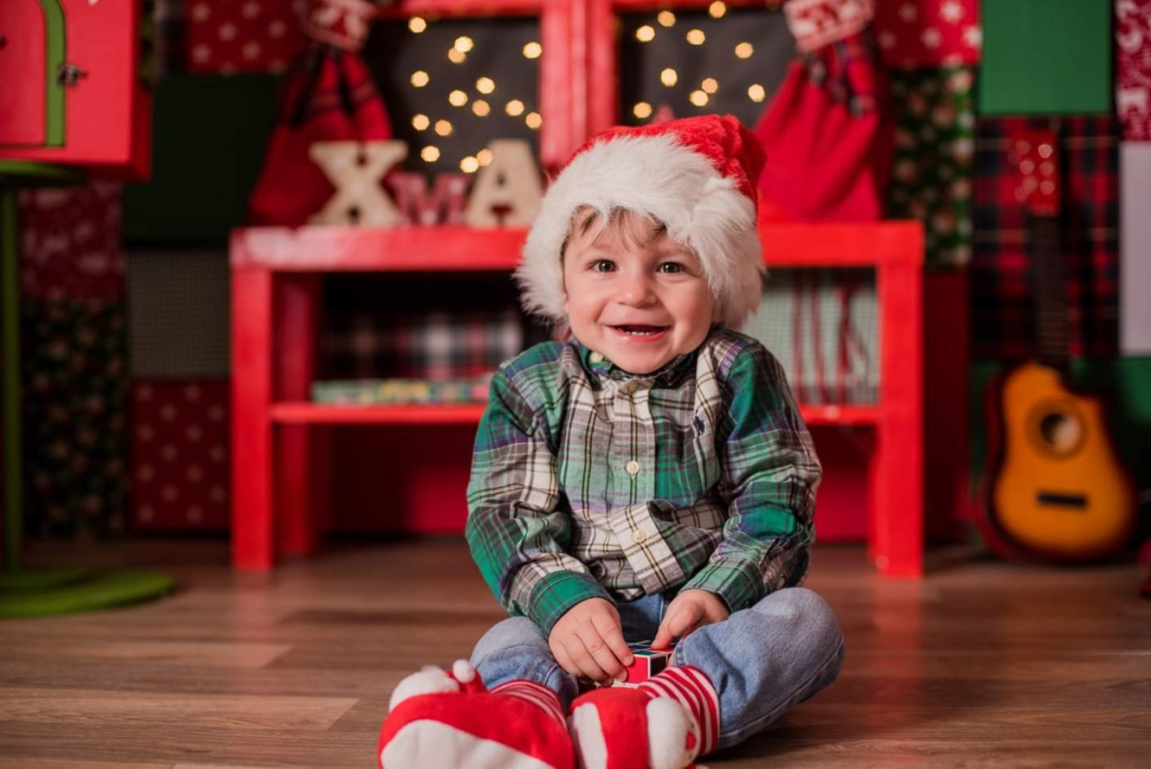 Богдан е на 11 месеца и си личи, че обектива не го притеснява