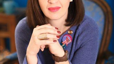 Валентина Радиева - Маренова е астролог - консултант, треньор по емоционална интелигентност и автор на астрологични статии в печатни и онлайн медии