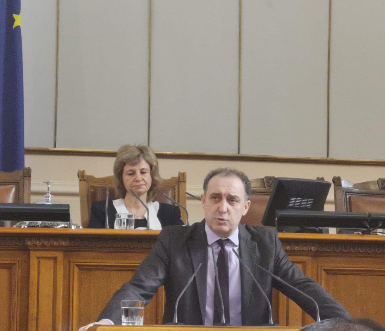 Промените се отнасят за Четвъртия железопътен пакет, заяви Вълков