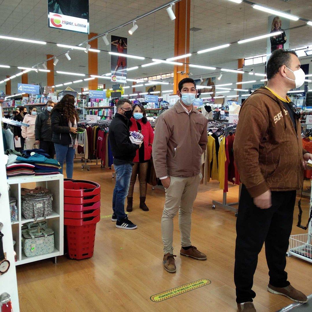 Влизането в магазина става при определен режим. Снимки Галина Иванова – Кралева