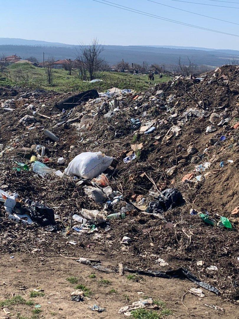 Санкциониран за изхвърлените боклуци край селото няма