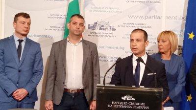 Тази подкрепа трябва да е за туризма след като влязат в сила новите мерки, заяви Табаков (третият отляво надясно)