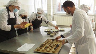 Учениците показаха своите умения пред френските гости