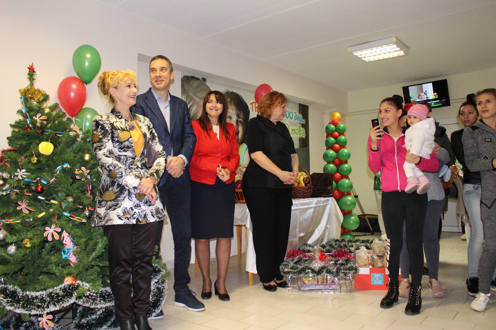 Празникът събра представители на местните институции в болницата. Снимки УМБАЛ