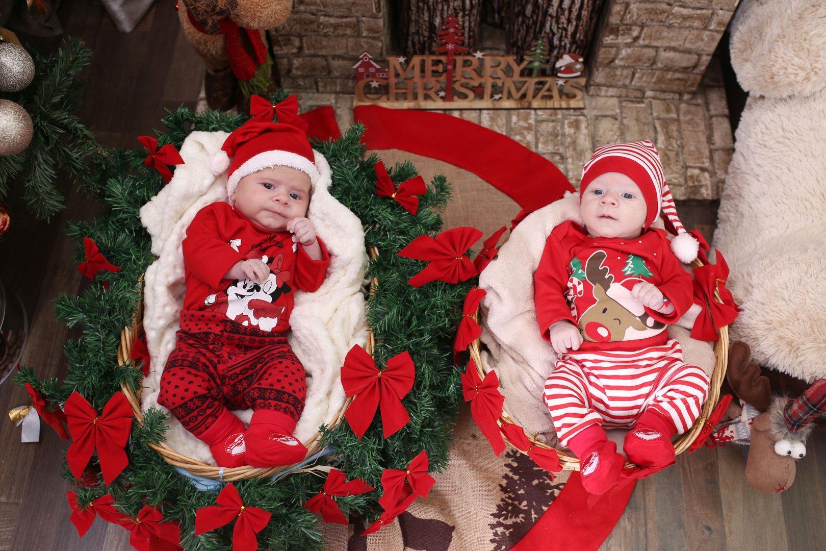 Близнаците са на три месеца и са от Несебър