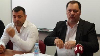 Лидерът на СЕК Георги Манев (вдясно) скъса пред журналисти споразумението, което са подписали преди три години с НФСБ, ВМРО и Атака. Снимка Авторът