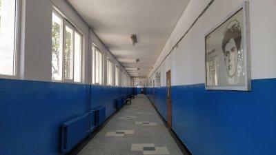 Ремонтните дейности в училището ще приключат за началото на учебната година. Снимка Авторът