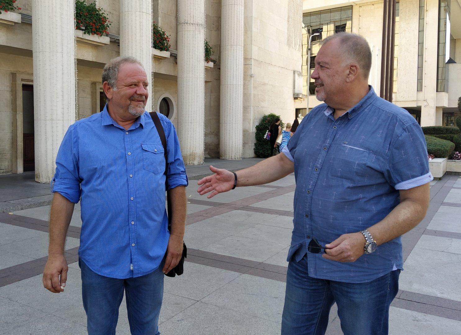 Йордан Георгиев (вляво) няма проблем в комуникацията с колегите си от другите партии, което не се харесва на съпартийците му. Снимка Архив Черноморие-бг