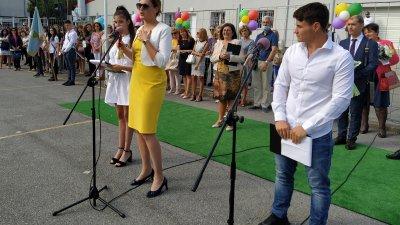 Зам.-министърът на образованието Карина Ангелиева откри учебната година в бургаската ПГМЕЕ. Снимки Авторът