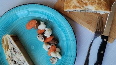 Ястието се сервира с туршия или кисели краставички. Снимки Chef Димитър Боев