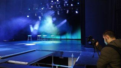 Механизмът на сцената е сменен и тя отново се върти. Снимки Авторът