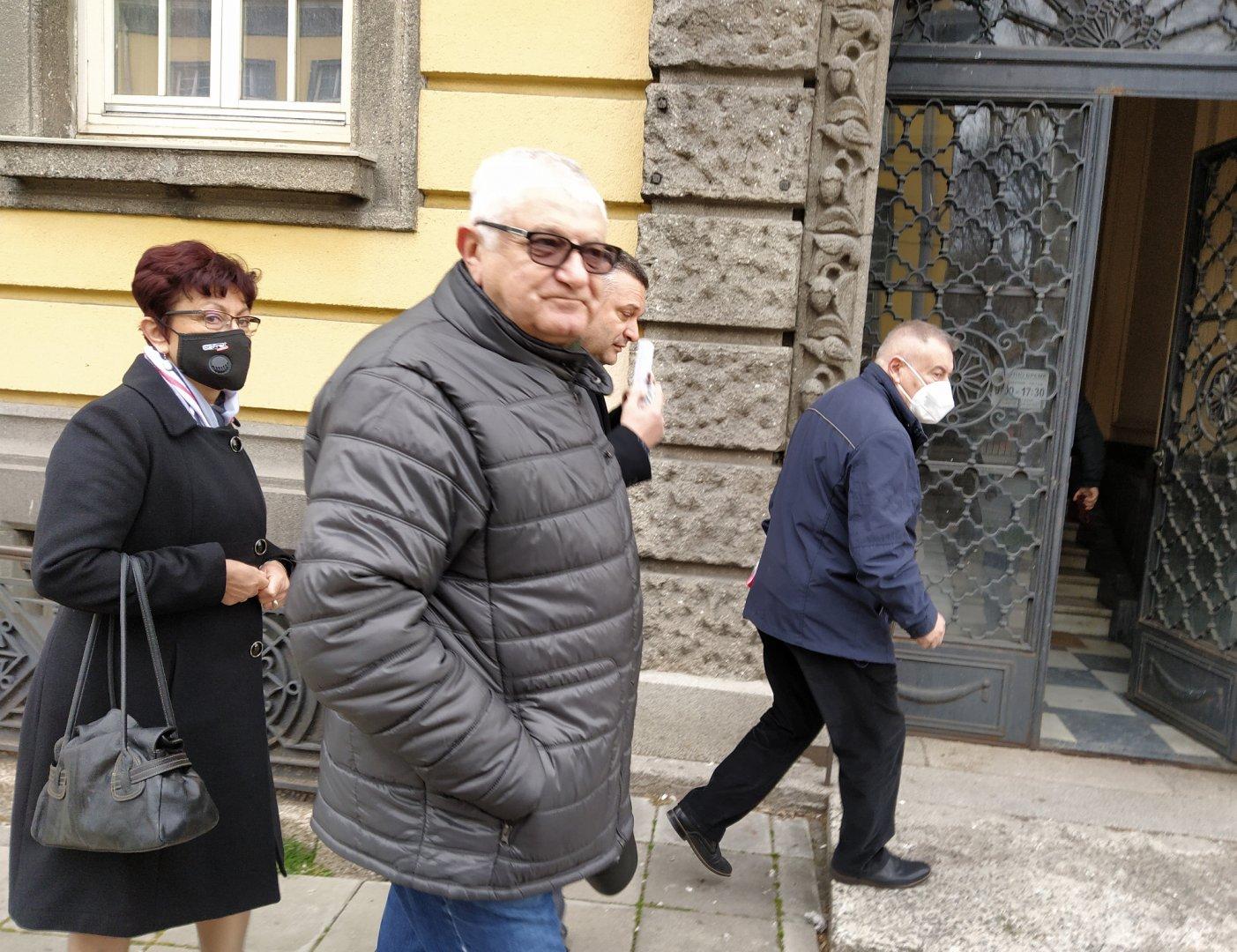 Петър Кънев (на преден план) ще води отново листата на БСП в Бургас. Снимки Авторът