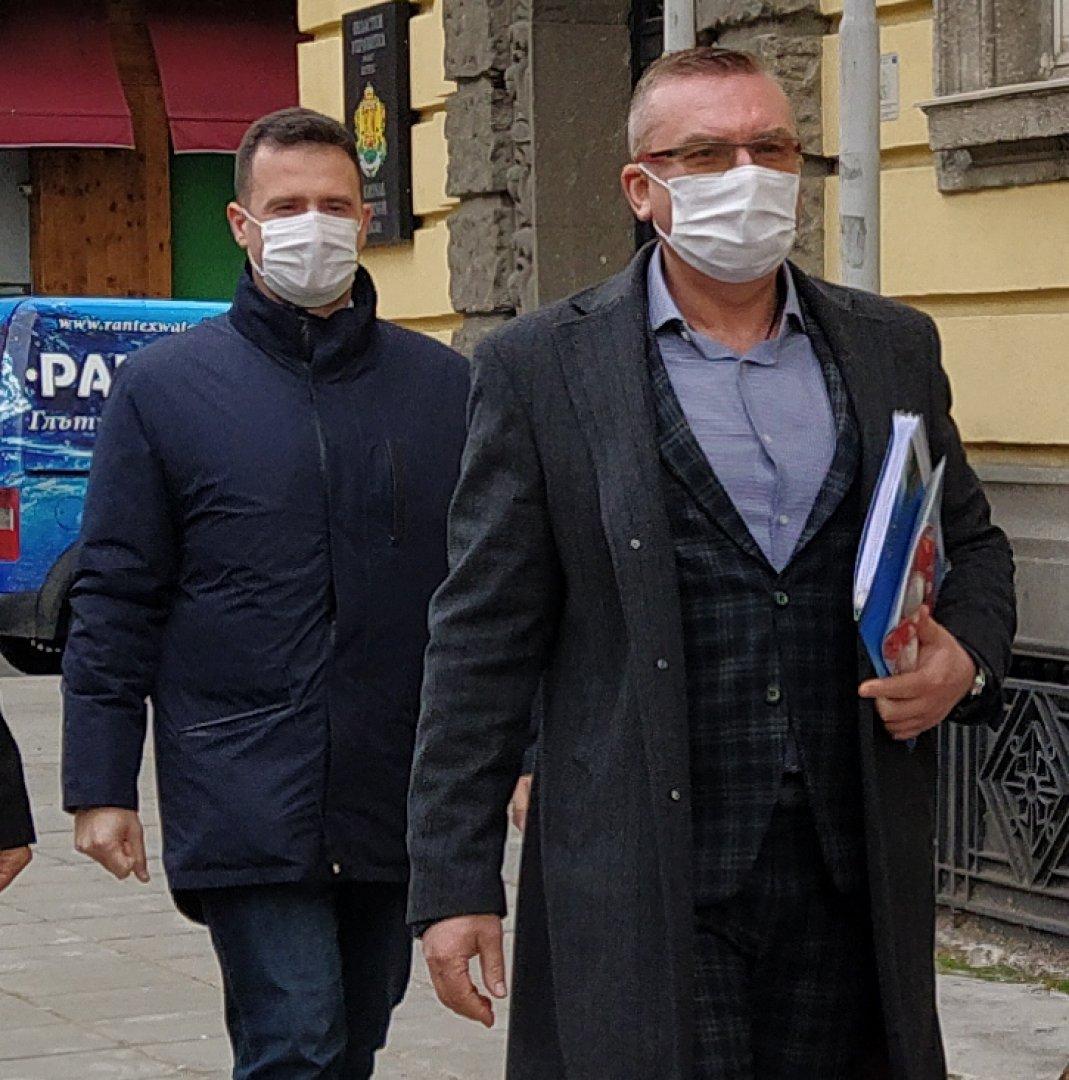 Това е управлението на БСП в Несебър, коментира Димитър Бойчев (на преден план). Снимка Авторът
