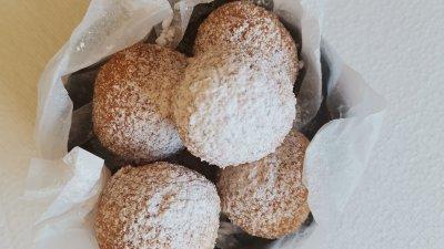 Поръсечете крокетите с пудра захар и ги поднесете. Снимки Chef Димитър Боев