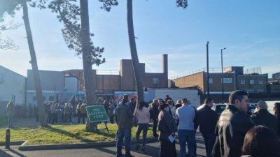 Опашки от желаещи да гласуват българи се извиваше през целия ден на 4-ти април пред една от секциите в Лондон. Снимки Христо Петров