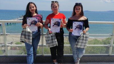 Трите момичета от гимназията се представиха достойно на пленера. Снимки ПГТ