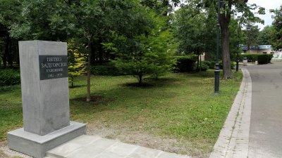 Постаментът е монтиран. Предстои да бъда поставен бюстът на Петко Задгорски и паметника да бъде открит на 19-ти юли