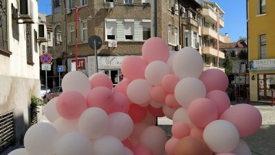 Едната връзка с балони е под знака за служебен абонамент