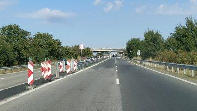 Трафикът в двете посоки ще бъде в платното за Ветрен