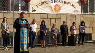 Ставрофорен иконом Николай Димитров пожела на всички присъствена учебна година