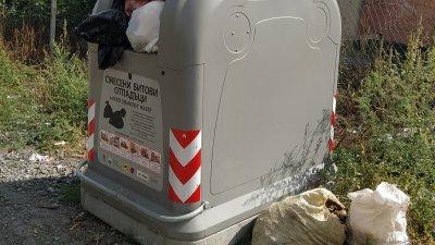 Така изглеждат запалените контейнери, които новата фирма концесионер постави в цялата община. Снимка Даниел Колев