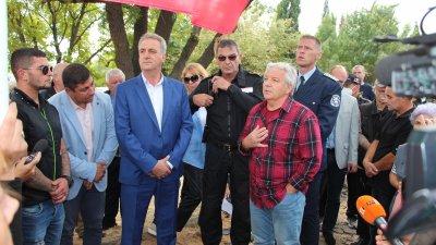 Зам.-министърът се срещна и с жители на Айтос, които исках проблема с преминаването на товарните камиони през града да бъде решен. Снимки МРРБ