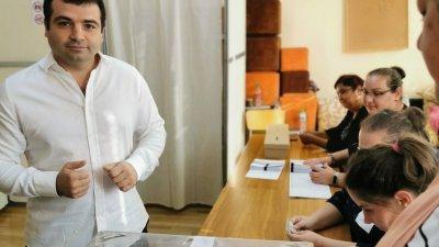 Константин Бачийски упражни правото си вот в ОУ Найден Геров
