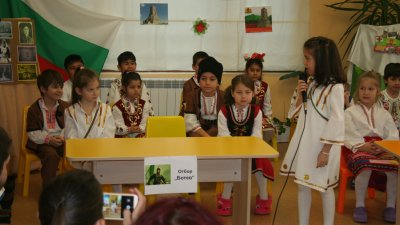Тържеството бе посветено на националния празник. Снимки ДГ Пролетна дъга
