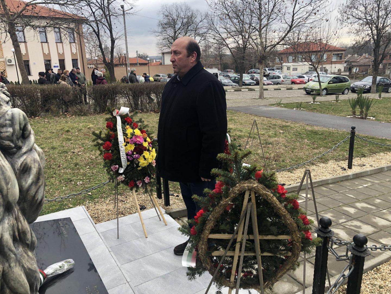 Кметът на Средец Иван Жабов участва в отбелязване на годишнината. Снимки Община Средец