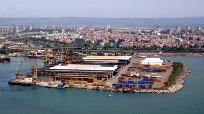 Правото на строеж е учредено в съответствие с влязъл в сила Генерален план на пристанището