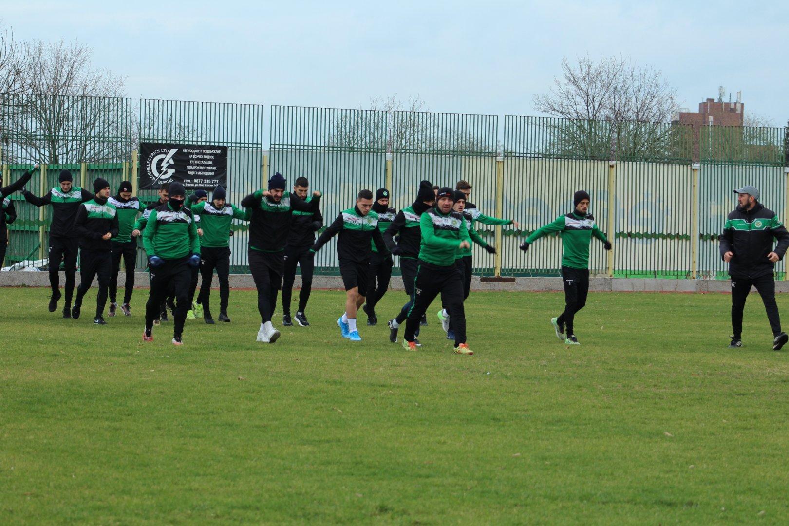 Шейховете тренираха днес на стадиона в морския град. Снимка ПФК Нефтохимик